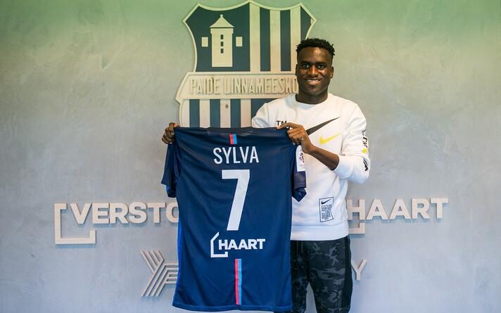 Гамбийский футболист взял себе 7-й номер.