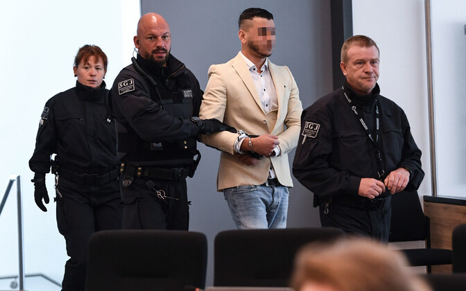 Süüdistatav Dresdeni kohtusaalis.