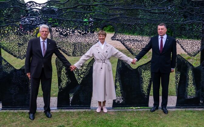 Kersti Kaljulaid koos Läti ja Leedu presidendiga Lilli piiripunktis.