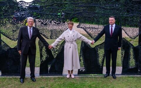 Керсти Кальюлайд вместе с президентами Латвии и Литвы на погранпункте Лилли.