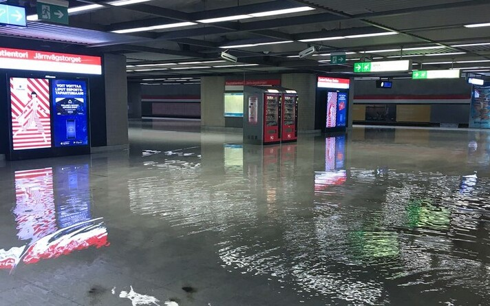 Затопленная станция метро в Хельсинки.
