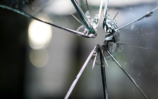В ночь на понедельник в Силламяэ было разбито окно магазина на улице Виру. Иллюстративная фотография.