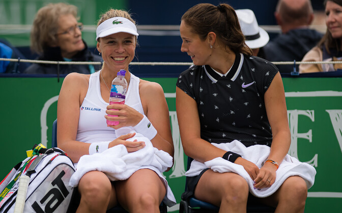 Anett Kontaveit (left) and Darja Kasatkina