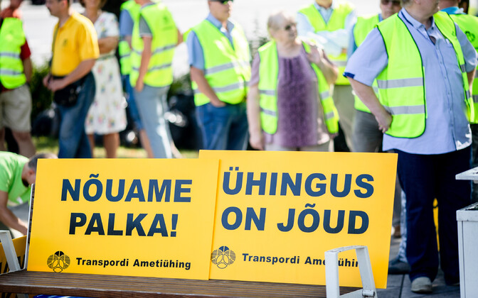 The Transport Union protesting for higher wages.