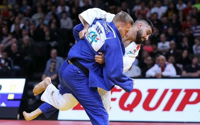 Kristjan Tõniste (sinises) Pariisi Grand Slamil