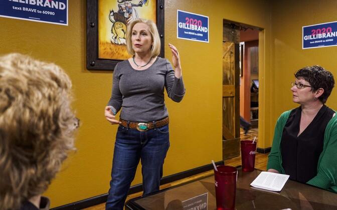 Kirsten Gillibrand Iowas kampaaniat tegemas.