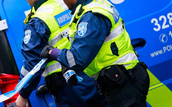 Полиция доставила подозреваемого в участок.
