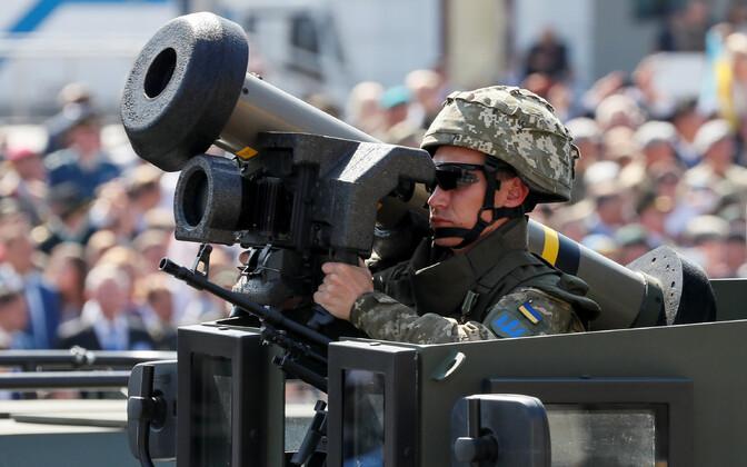 Ukraina sõdur ja Javelin 2018. aastal Kiievis paraadil.