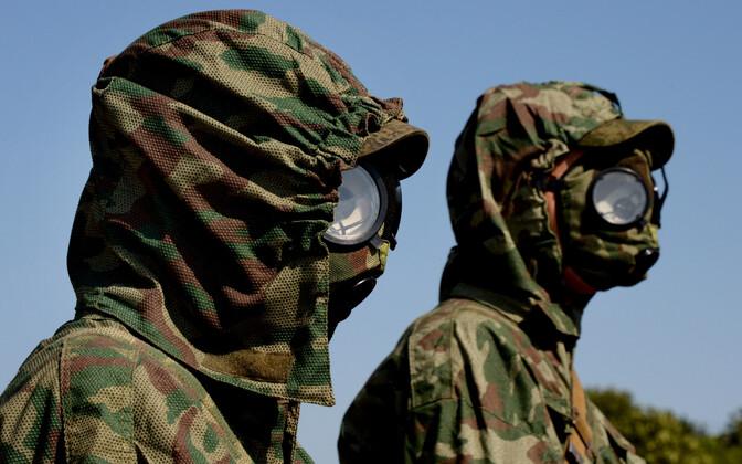 Gaasimaskides Vene sõdurid.