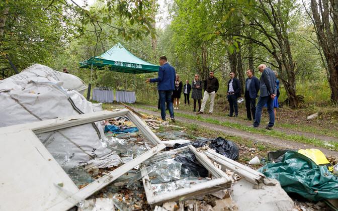 Незаконная свалка в деревне Выэрдла.