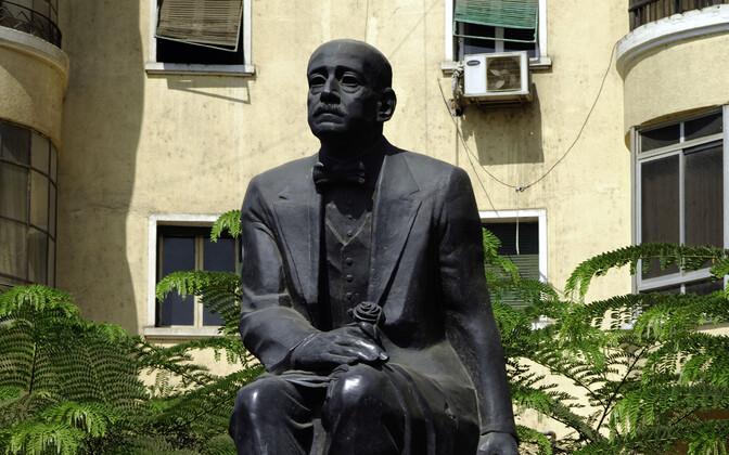 Nagib Mahfuzi monument Kairos