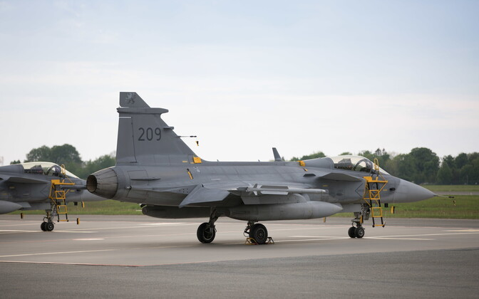Шведские истребители Gripen в Эмари.