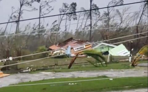 Ураган уже обрушился на Багамские острова.