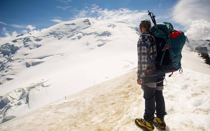 Matkaja vaatab Mont Blanci.