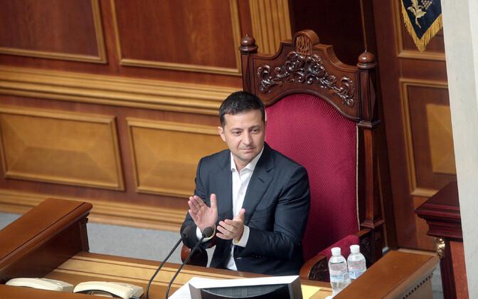 Ukraina president Volodõmõr Zelenski ülemraadas.