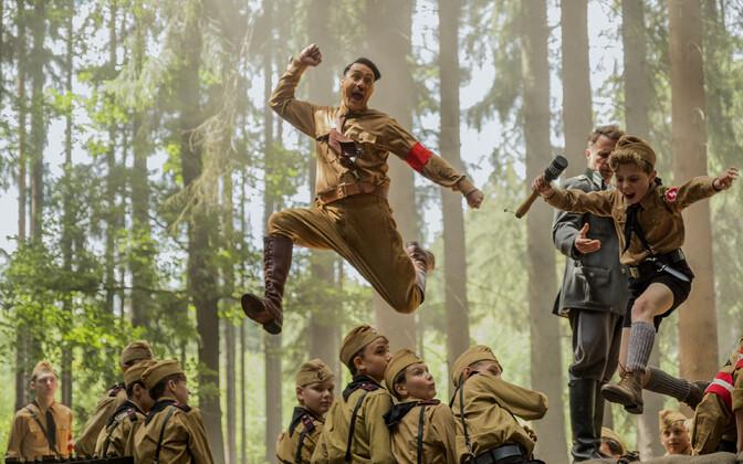 Taika Waititi mängib oma uues filmis Hitleri-noore kujuteldavat sõpra Hitlerit.