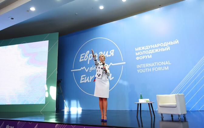 Venemaa välisministeeriumi pressiesindaja Maria Zahharova pressikonverentsil.