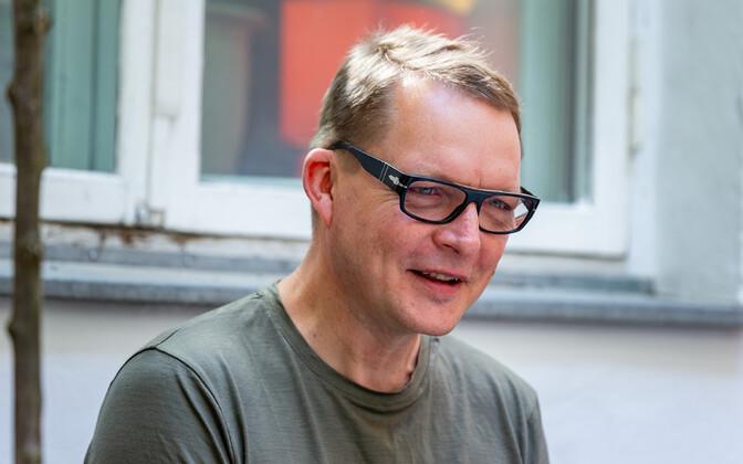 Von Krahli juht ja lavastaja Peeter Jalakas.