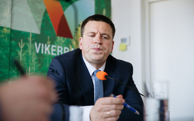 Prime minister Jüri Ratas in the Vikerraadio studios on Thursday.