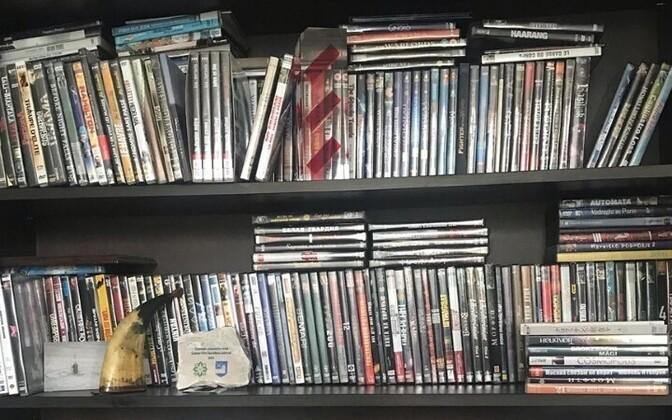 Всего в коллекции около 500 фильмов.