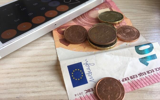 По оценке профсоюзов, минимальная заработная плата в Эстонии – самая высокая в Восточной Европе, но и цены в Эстонии также одни из самых высоких.