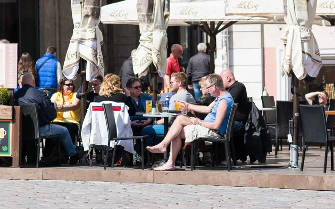 Одной из причин снижения потока финских туристов называли ужесточение акцизной политики Эстонии. Иллюстративная фотография.