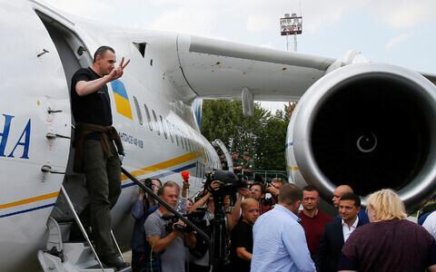Олег Сенцов прибыл в аэропорт