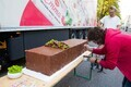 Рекордный 130-килограммовый творожный сырок готовили в течение восьми часов.