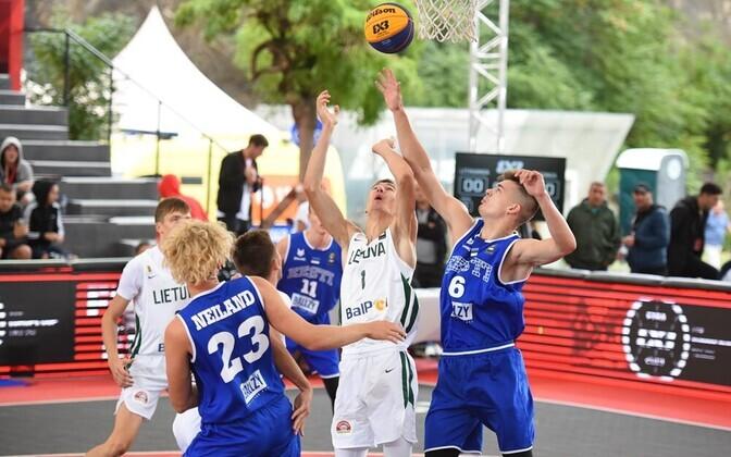 Eesti U-18 3x3 koondis EM-il Leeduga mängimas.