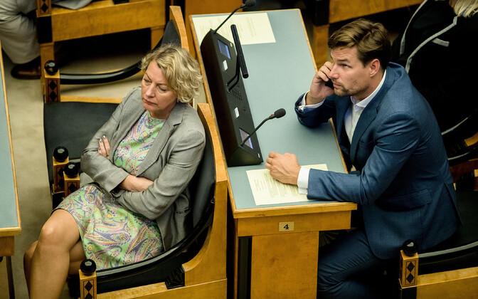 Reform MPs Vilja Toomast and Kalle Palling in the Session Hall of the Riigikogu.