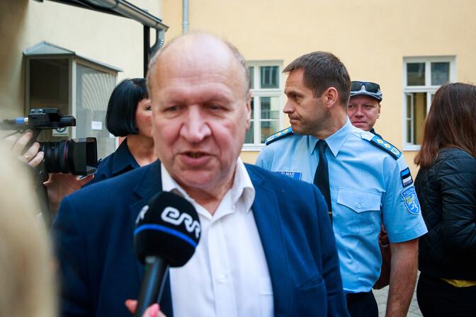 Март Хельме ищет возможности лишить граждан Украины права безвизового въезда в Эстонию