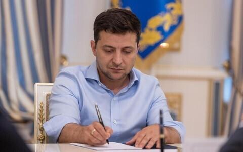 Зеленский отменил неприкосновенность депутатов.