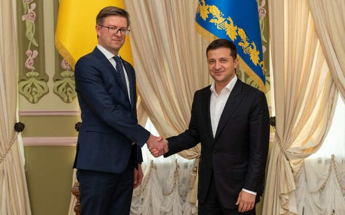 New Estonian Ambassador to Ukraine Kaimo Kuusk (left) presenting his credentials to President Volodymyr Zelensky in Kyiv on Wednesday.