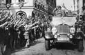 Saksa soost koolilapsed Sudeedimaal tervitavad Adolf Hitlerit pärast piirkonna liitmist Saksamaaga vastavalt Müncheni sobingule.