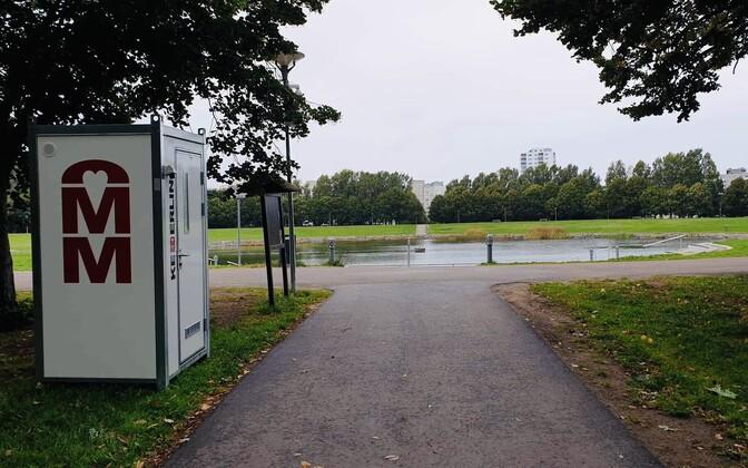 Биотуалет возле пруда Вяйке-Ыйсмяэ.