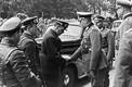 Nõukogude ja Saksa ohvitseride delegatsioonide juhid tervitavad üksteist Poolas Lublinis. September, 1939.