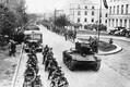 Demarkatsioonijoone kindlaksmääramise järel leidis aset Saksa-Nõukogude ühisparaad Brest-Litovskis (praegune Brest Valgevenes). Pildil Nõukogude soomukid ja Saksa motoriseeritud jalavägi.