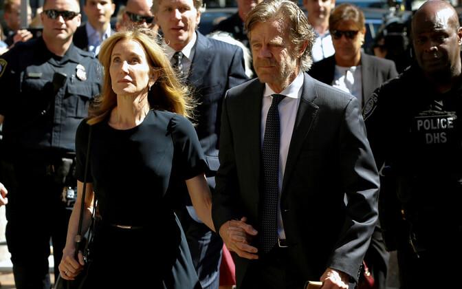 Felicity Huffman koos abikaasaga kohtusse minemas.