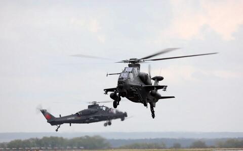 Китайские вертолеты на учениях