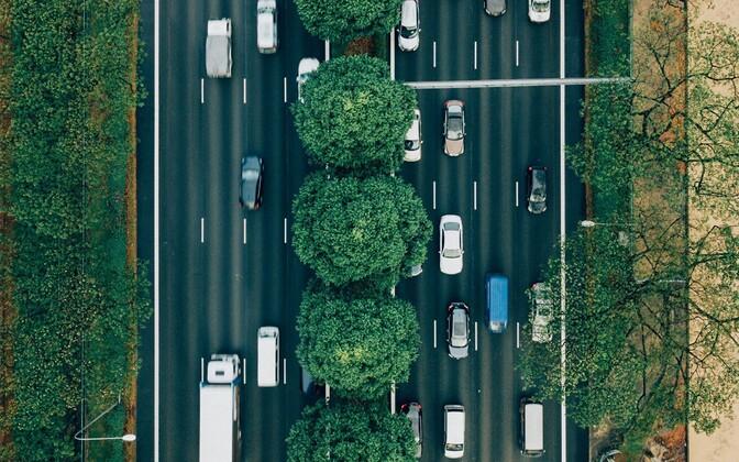 eteoorina kasvav kuulatava informatsiooni formaat. Neistki kuulatakse suur osa autos viibides. USA statistikale toetudes kuulatakse autosõidu ajal iga viies taskuhäälingu juturaadio minut.
