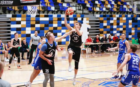 Tartu Ülikooli korvpallimeeskond treeningmängus.