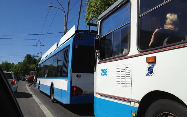 Троллейбусы.