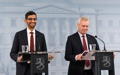 Глава корпорации Google Сундар Пичаи и премьер-министр Антти Ринне на пресс-конференции в Хельсинки 20 сентября 2019 года.