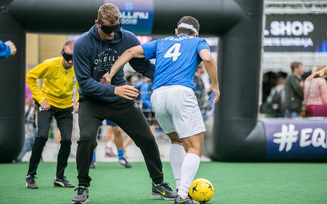Eelmisel aastal Vabaduse väljakul toimunud pimedate jalgpalli näidismatš