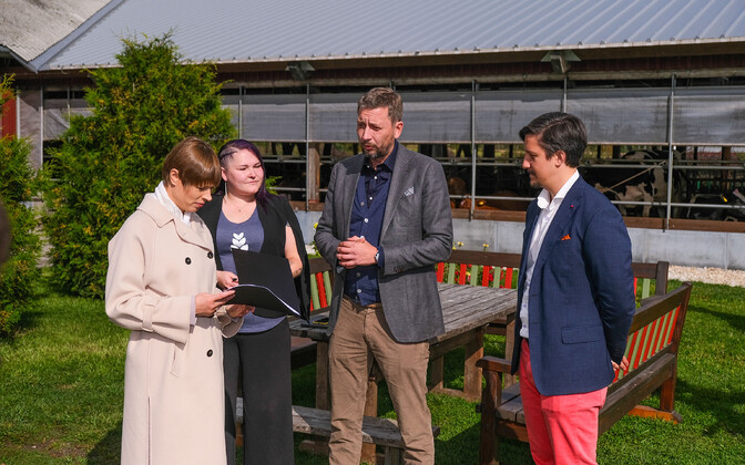Tech Entrepreneurs Deliver Green Pledge to President Kersti Kaljulaid.