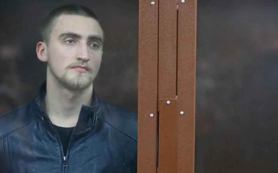 Российский актер Павел Устинов в зале суда.