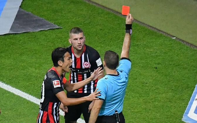 Ante Rebicile näidatakse punast kaarti.