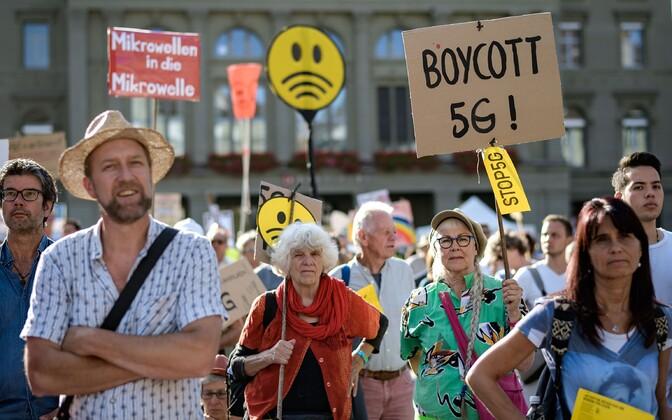 Meeleavaldajad kogunesid Bernis parlamendihoone ette.