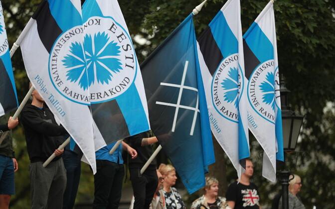 Флаги EKRE.