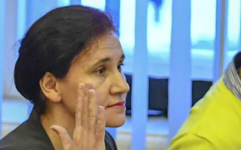 На сей раз с инициативой выступила Вера Григорьева (третья слева).